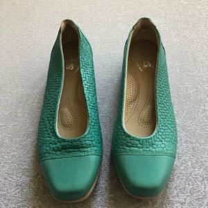 SAS green slip on flats women's size 8 made in USA